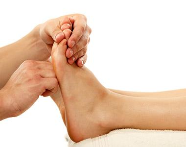 Exemplo de manobra da técnica de massagem reflexologia